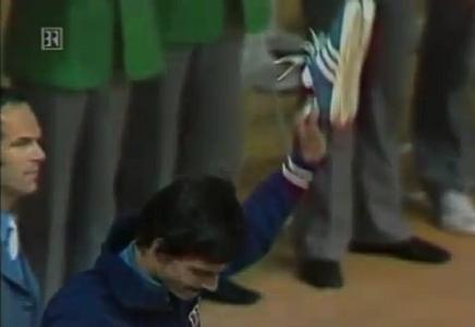 Mark Spitz นักกีฬาว่ายน้ำชื่อดังผู้กวาดเหรียญทองในโอลิมปิคปี 1972  ได้สร้างปรากฎการณ์บางอย่างให้ Adidas